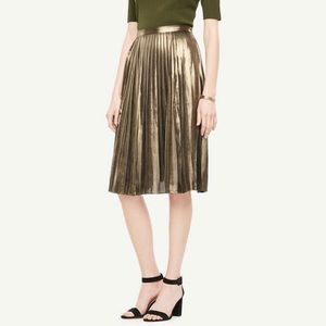 EUC Ann Taylor metallic accordion pleated skirt 2P